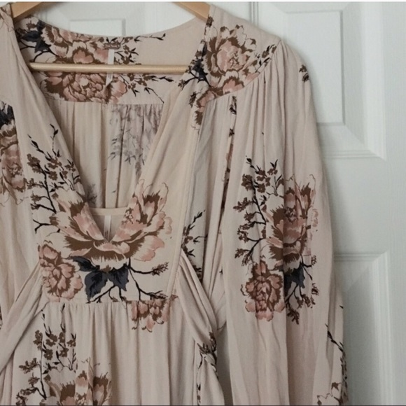 4bf250a8864 Free People Dresses   Skirts - SALE ⭐ Free People Floral Maxi Dress